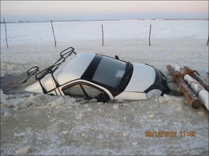 Неудачная ледовая переправа через реку (6 фото)