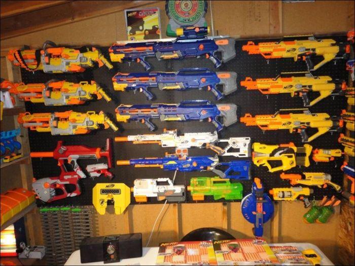 Тайный склад оружия (10 фото)