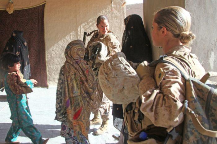 Симпатичные девушки в военной форме разных стран мира (60 фото)