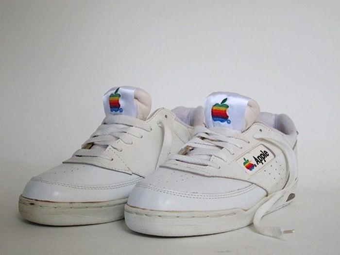 Кроссовки Apple 90х годов (5 фото)