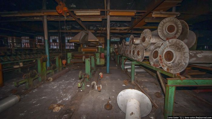Сгоревшая фабрика текстиля (47 фото)