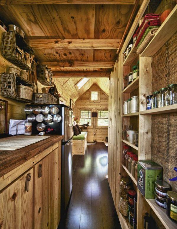 Крошечный дом, в котором есть все необходимое (12 фото)