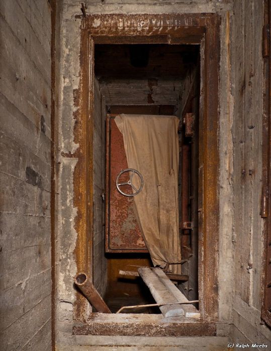 Заброшенный подземный бункер (43 фото)