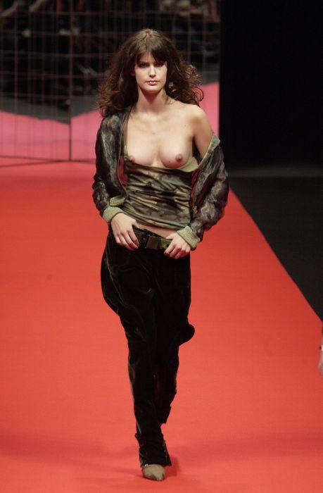 Странная мода на обнаженный топ (56 фото)
