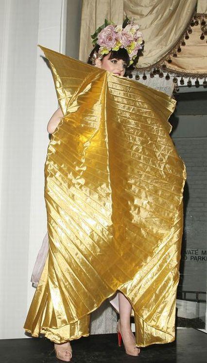 Сестра герцогини Кейт Миддлтон танцует в стриптиз-шоу (33 фото)