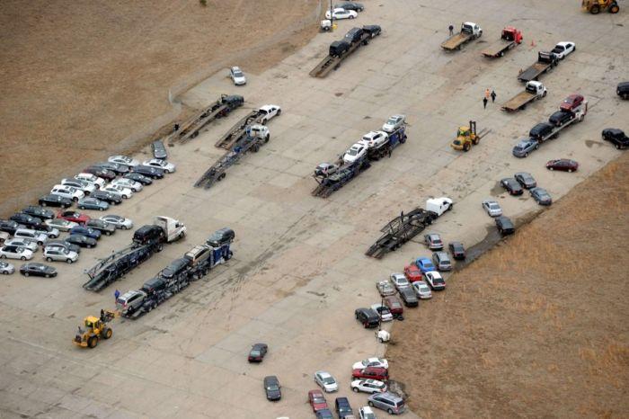 Автомобили, которые пострадали от урагана Сэнди в США (9 фото)