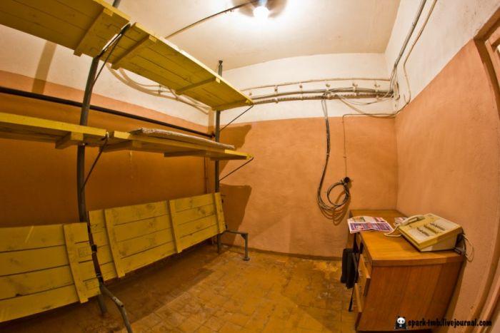 Удивительно сохранившийся бункер (42 фото)