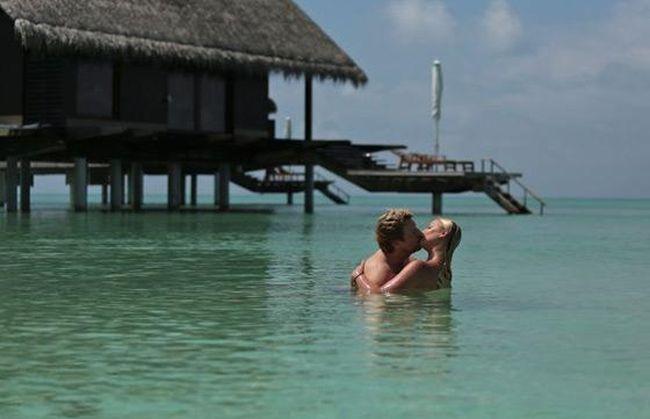 Как Анастасия Волочкова и Николай Басков зажигают на Мальдивах (6 фото)