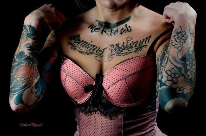 Симпатичные девушки с яркими татуировками (60 фото)
