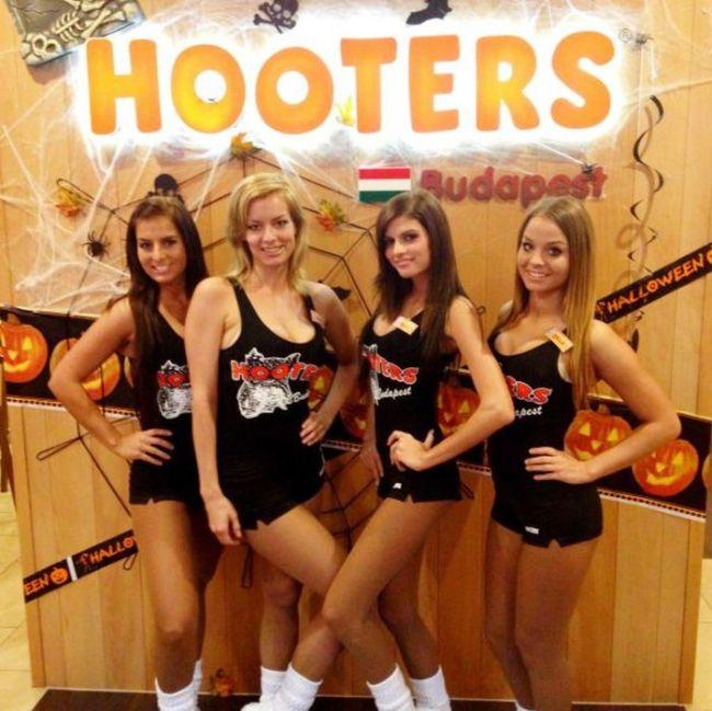 Симпатичные девушки из ресторана Hooters (86 фото)