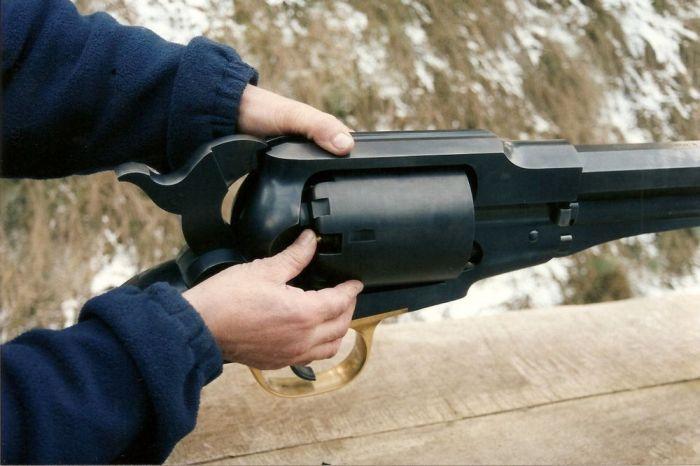 Самый необычный револьвер в мире (9 фото)