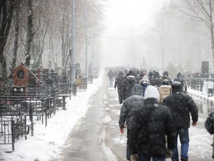 Похороны криминального авторитета Деда Хасана на Хованском кладбище (8 фото + видео)