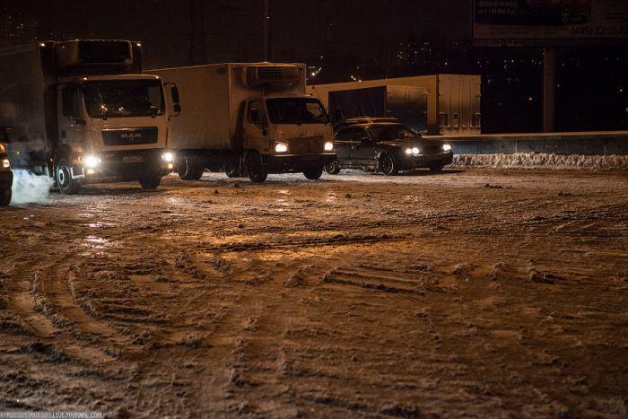 Движение по МКАД после снегопада (35 фото)
