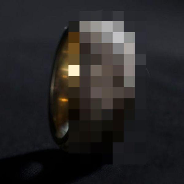 Необычное кольцо из золота и человеческой кожи (20 фото)