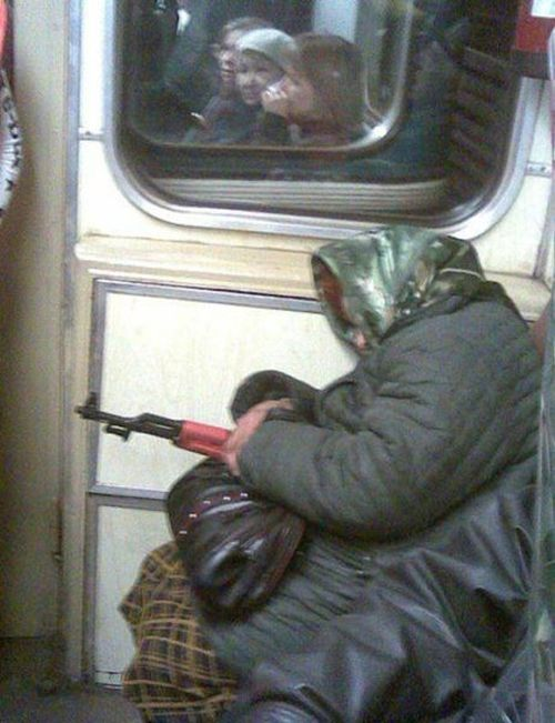 Странные пассажиры общественного транспорта (32 фото)