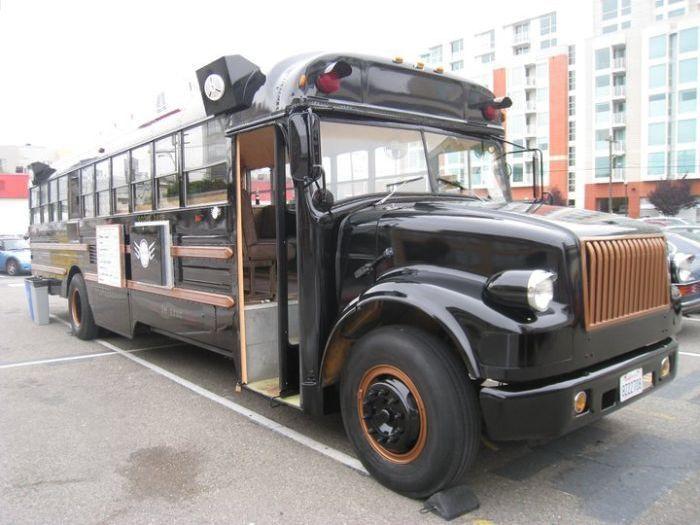 Креативный подход к переоборудованию старого автобуса (20 фото)