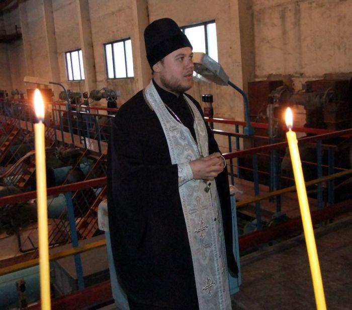 Водопроводная вода в Донецке была освящена накануне Крещения (5 фото)