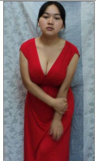 11-летняя обладательница самой большой груди (3 фото)