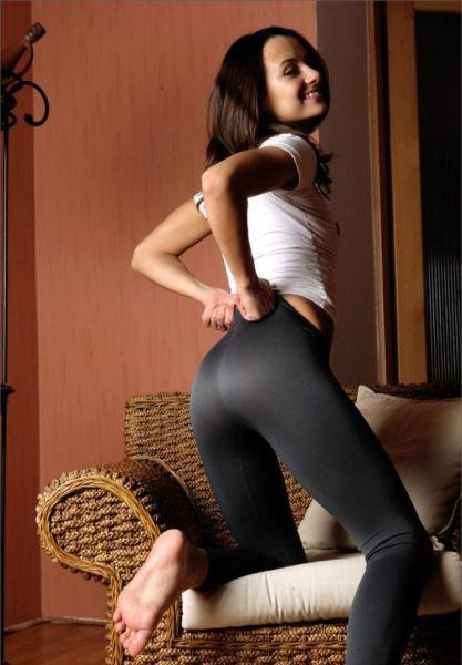 Сексуальные девушки в обтягивающих лосинах (56 фото)