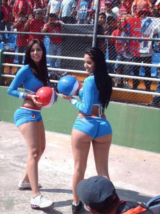 Девушки с большими попами (42 фото)