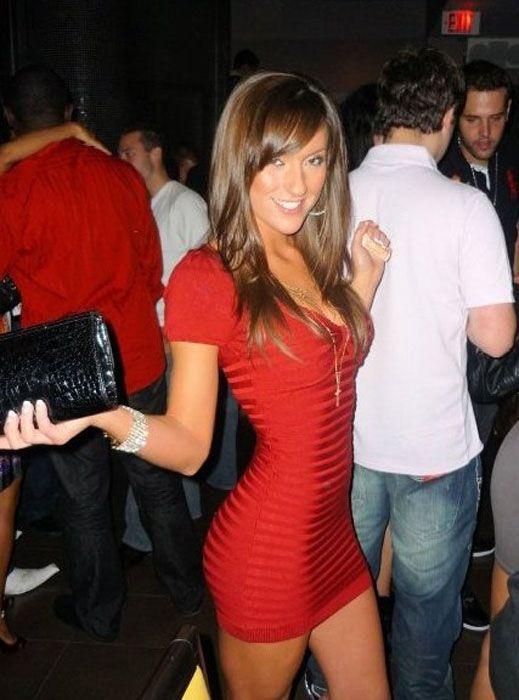 Сексуальные девушки в обтягивающих платьях (52 фото)