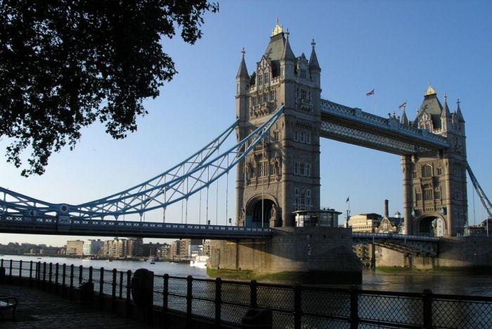 Британия нашла креативный способ сократить поток эмигрантов (3 фото)
