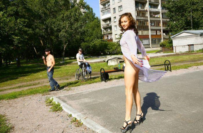 голые девочки раздвигают ножки: