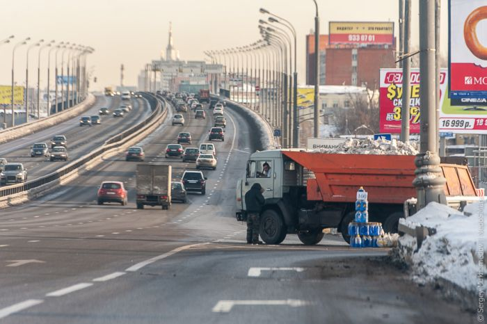 Бизнес по-русски: жидкость омывателя (16 фото)