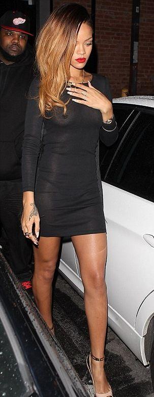 Засвет Рианны в просвечивающимся платье (4 фото)