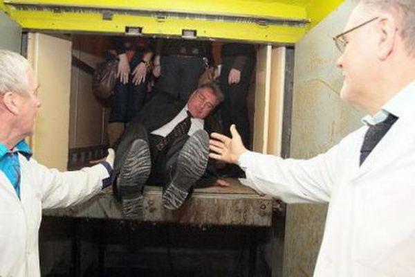 Вандалов отпугнут от порчи лифтов красотой)))