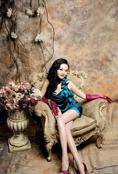 """Девушка """"живая кукла"""" из Китая (40 фото)"""