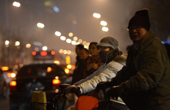 В Пекине начали продавать на улицах баночки с необычным содержанием (15 фото)