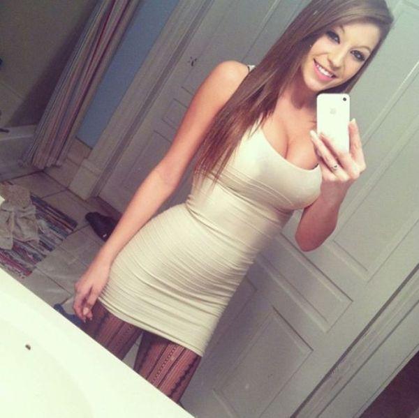 Сексапильные девушки в красивых платьях (52 фото)