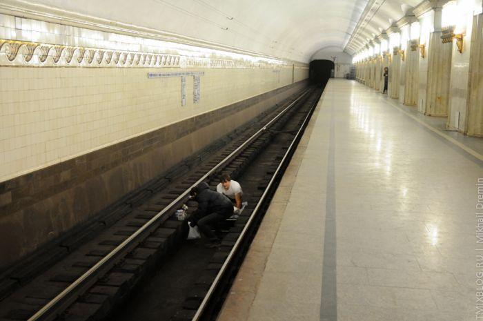 Экстремальный сон в метро (3 фото + видео)