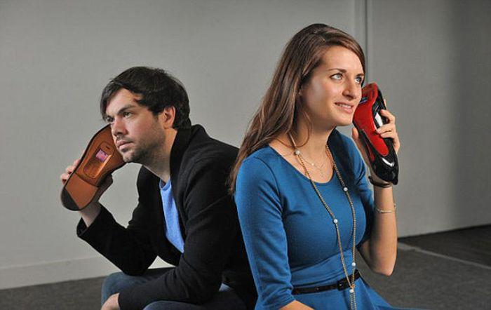 Телефон, встроенный в обувь. Безумие дня (11 фото)