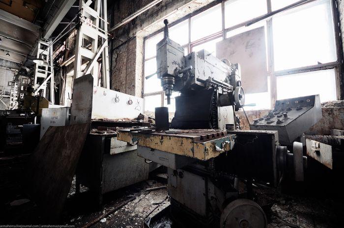 """Все, что осталось от завода """"АТЕК"""" (22 фото)"""
