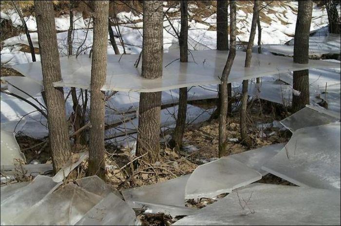 Необычный эффект после наводнения (3 фото)