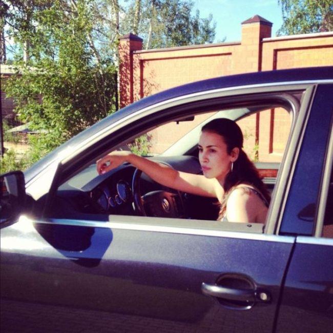 Красивые девушки фоткаюца около машин фото 717-768