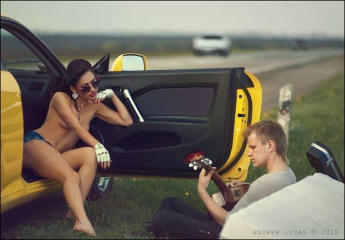 Обнаженные девушки и шикарные автомобили (75 фото)