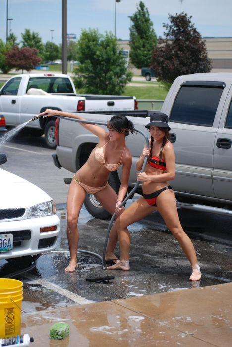 Сексуальные девушки на автомойке. Часть 2 (64 фото)