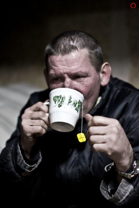 Как живется бездомным в приюте (20 фото)
