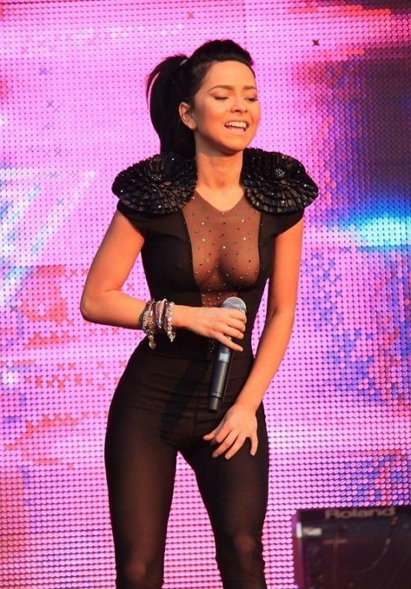 Певица Inna в прозрачном костюме на концерте Summerfestival (16 фото)