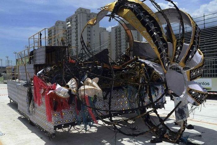 Карнавал в Бразилии окончился смертью четырех человек (3 фото + видео)