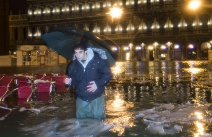 Венеция плавает в глыбах льда (8 фото)