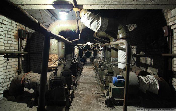 Заброшенная химическая лаборатория (26 фото)
