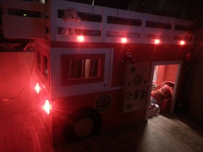Отец-одиночка построил сыну комнату мечты (5 фото)