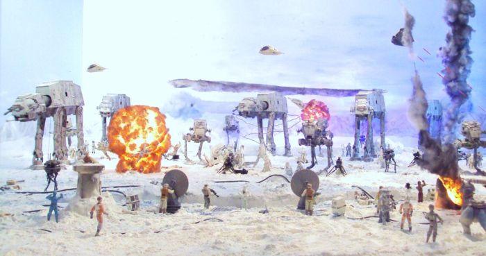 Самодельная экспозиция битвы из Звездных войн (18 фото)