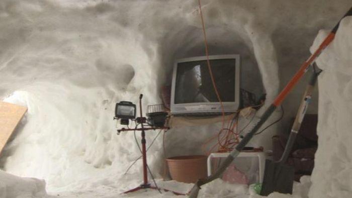 Креативная хижина из снега (20 фото)