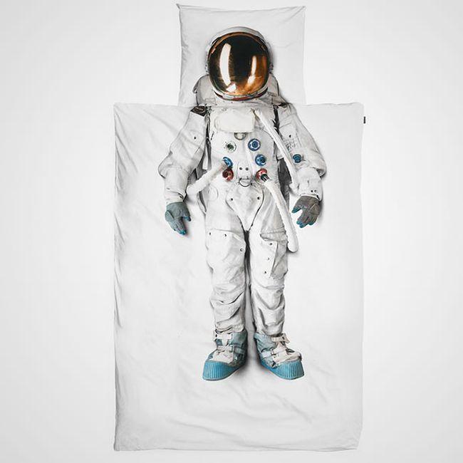 Маленький космонавт (4 фото)