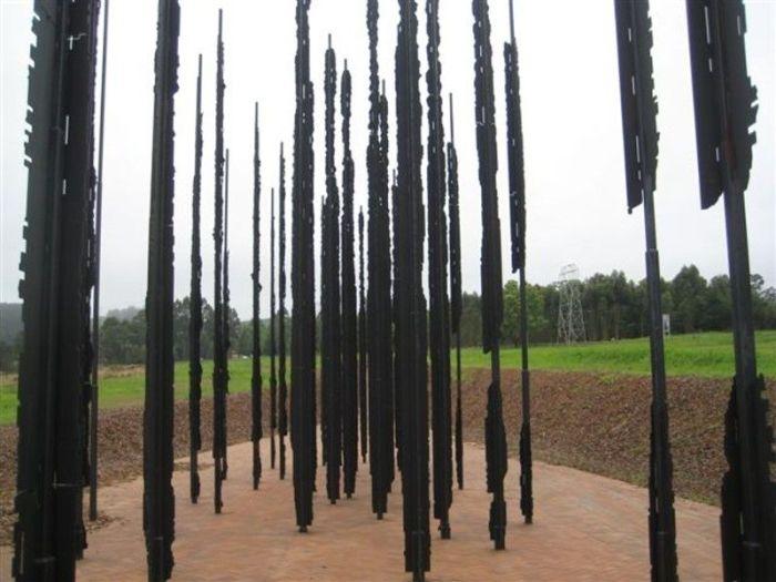 Удивительная скульптура Нельсона Манделы (5 фото)